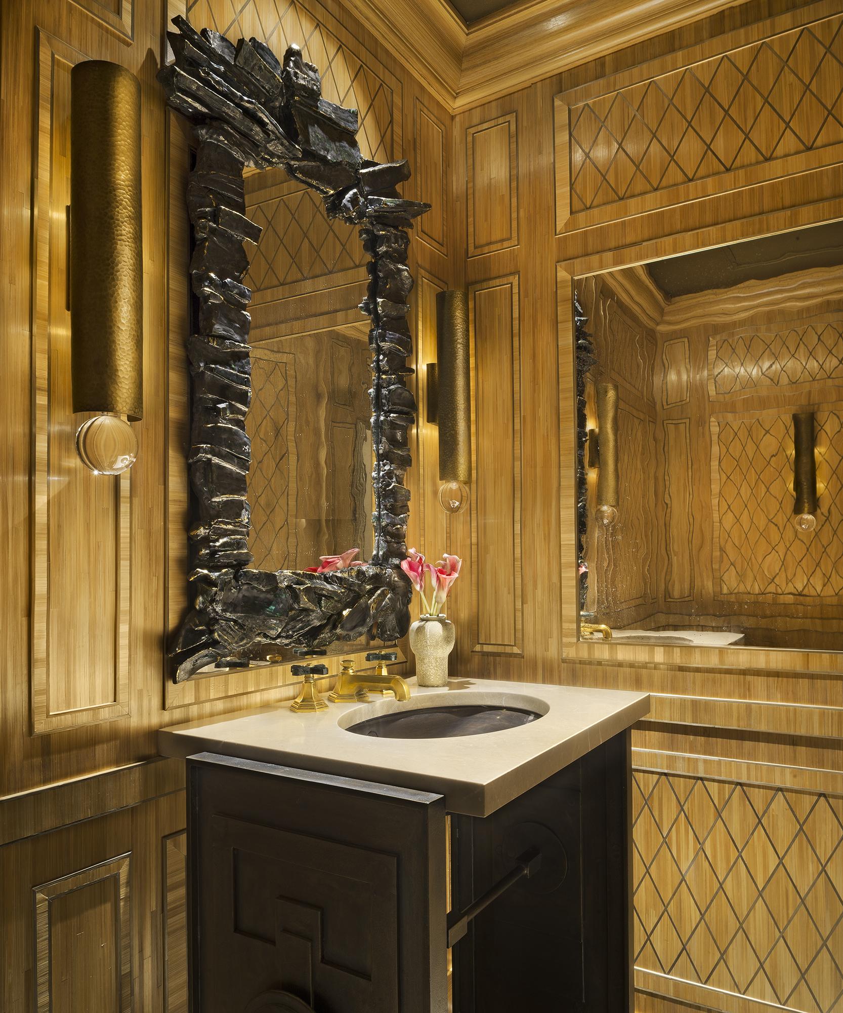 Luxueux décor salle de bain marqueterie de paille, inspiration J.-M. Frank, Art Déco, New York