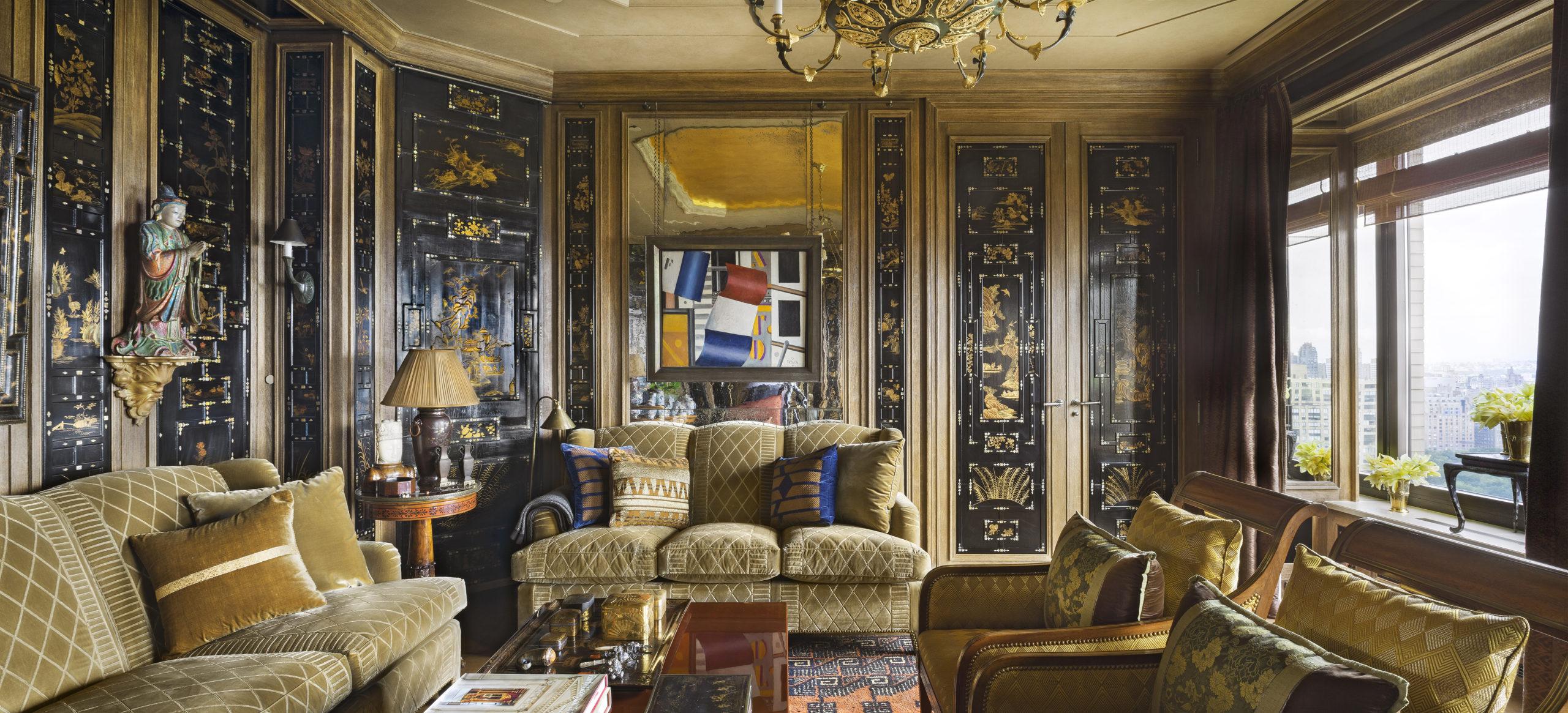 Laque de Canton noir et dorée sur des panneaux en bois, travail réalisé en grande partie par Féau Boiseries pour la décoration du petit salon d'un appartement à Manhattan