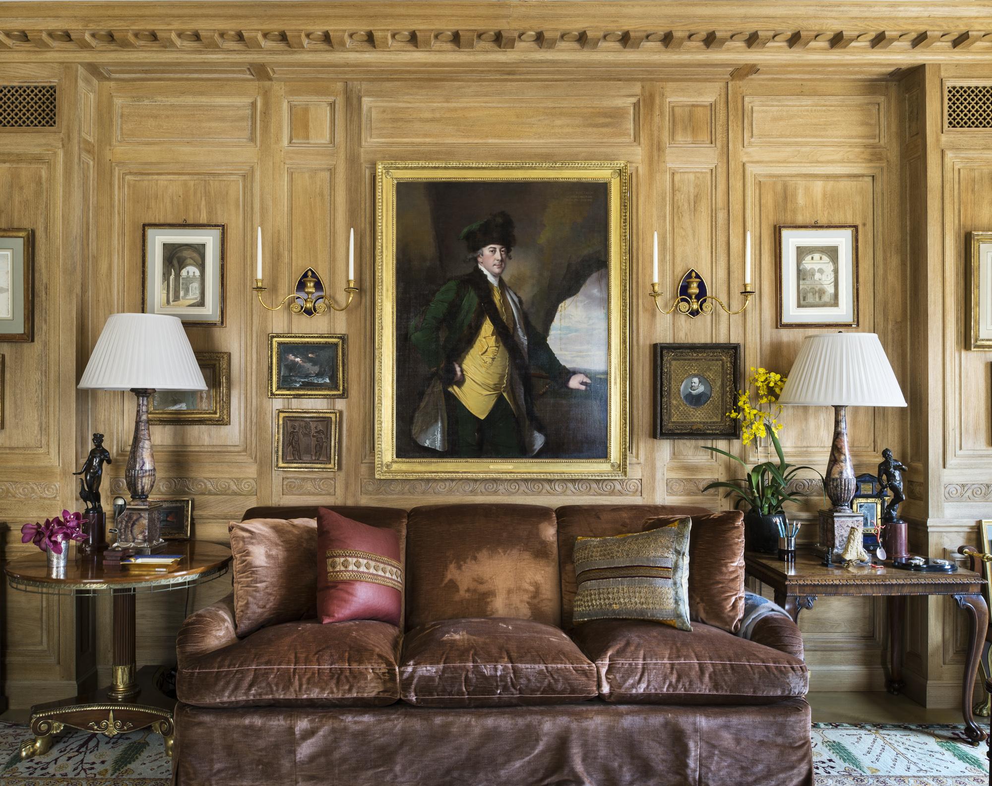 Décor en bois de chêne de style Louis XVI avec patine naturelle