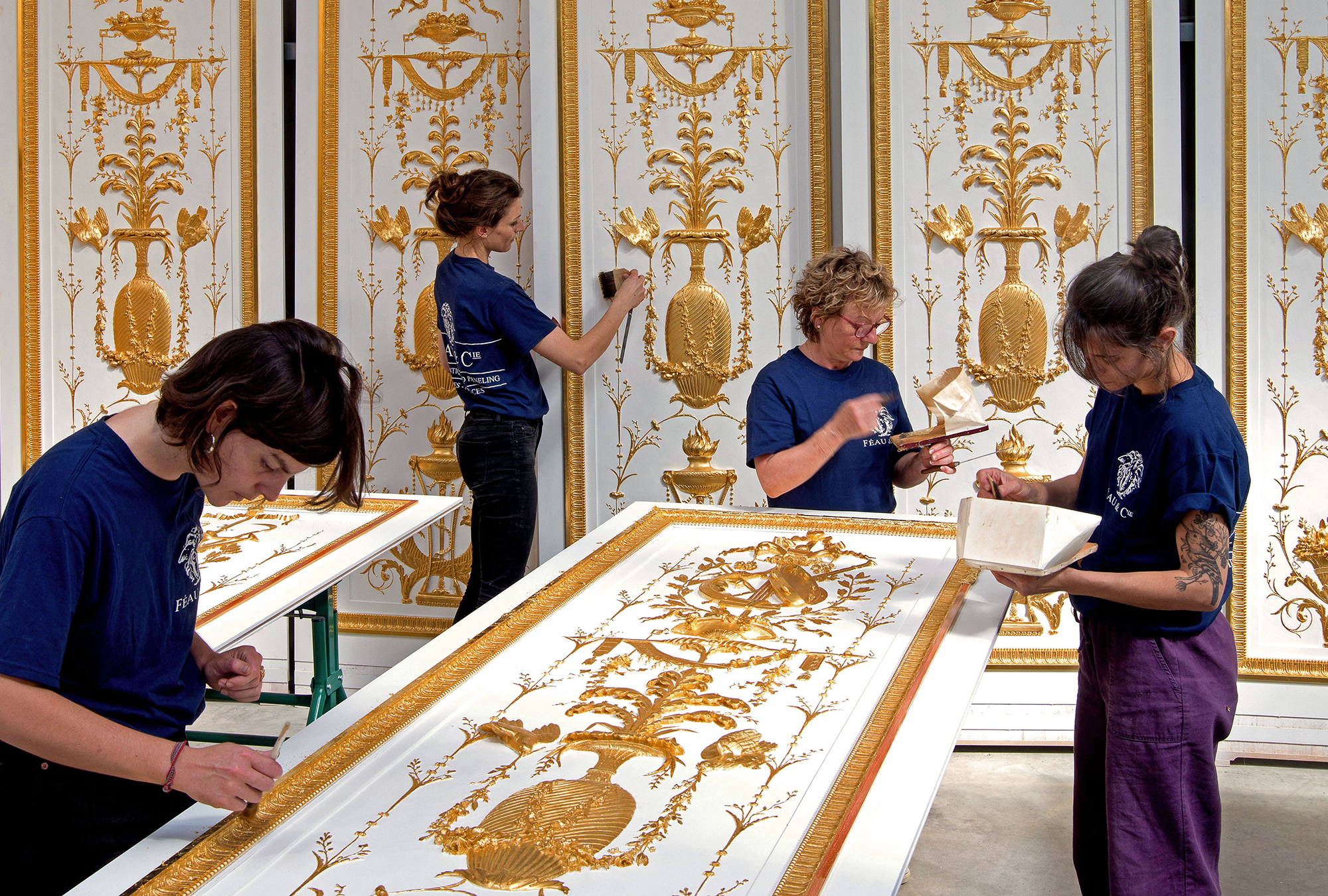 The craft of fine gilding on custom-made paneled décor