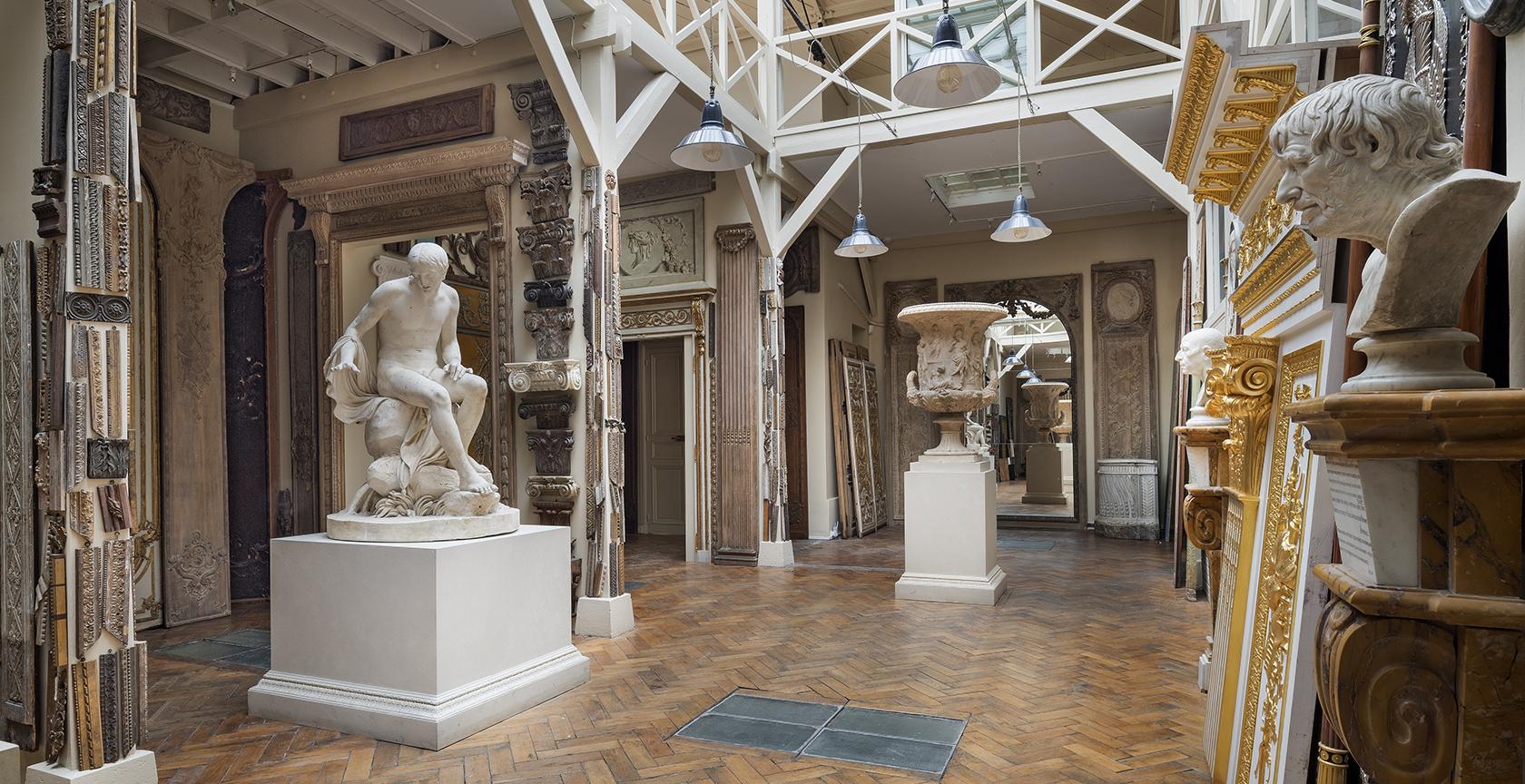 Musée particulier Féau, décors de boiseries, sculptures, fonds historique d'ornements