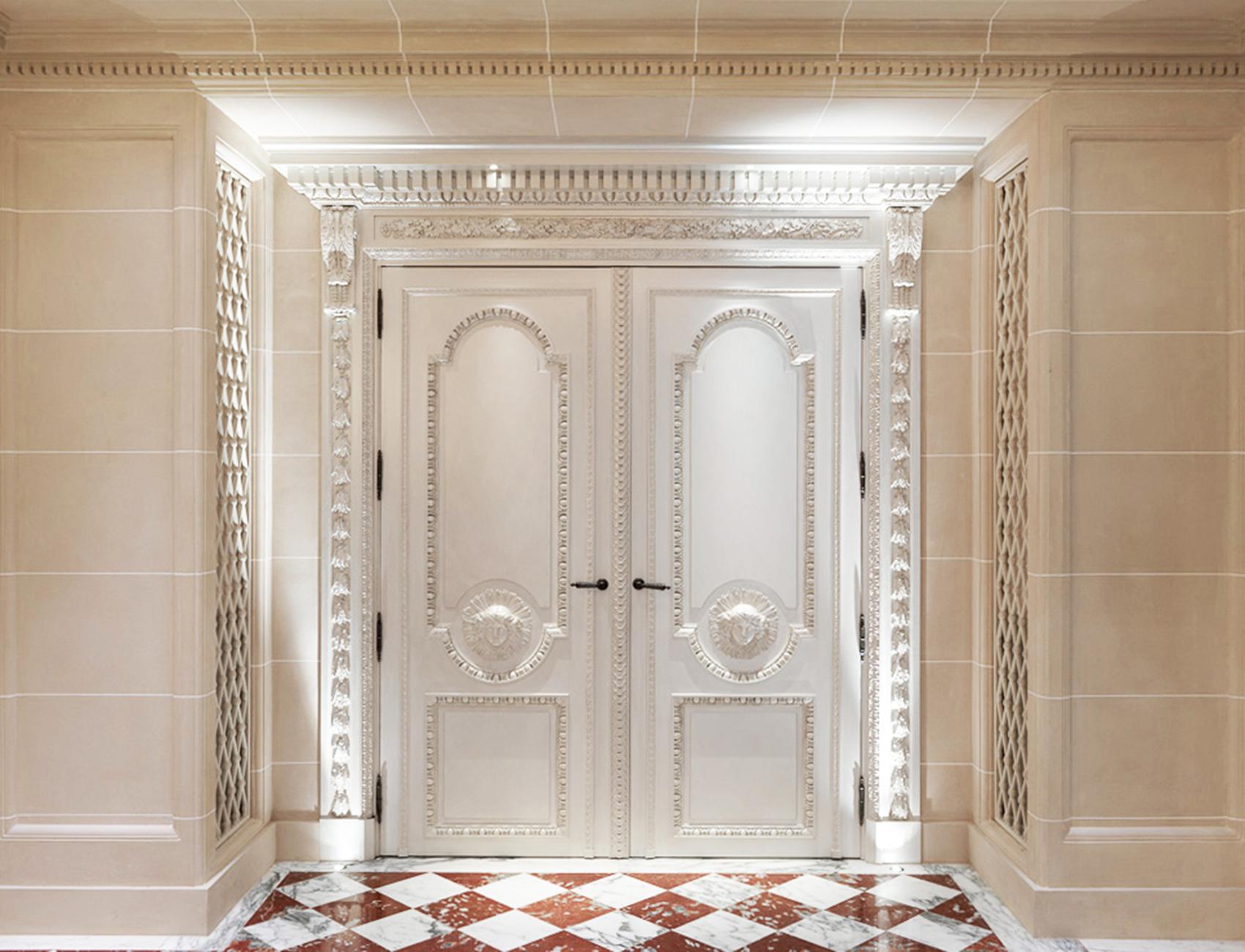 Double porte chêne peint blanc inspiré Claude Nicolas Ledoux Apollon rayonnant, hôtel de Crillon
