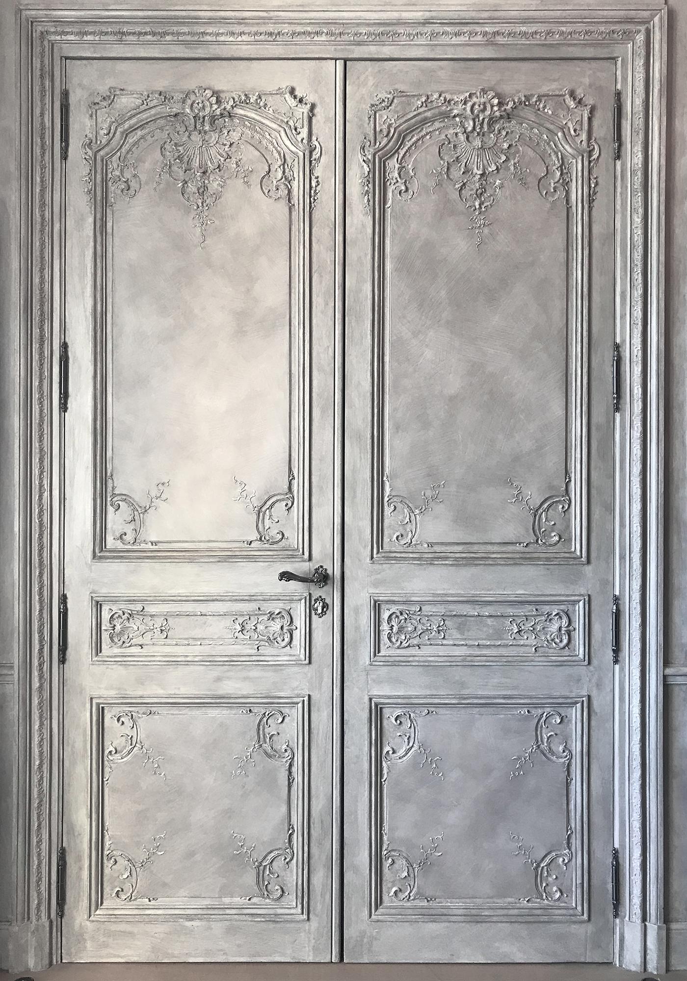 Double porte boiserie rocaille sculptée Régence XVIIIe, Suite Karl Lagerfeld Hotel de Crillon