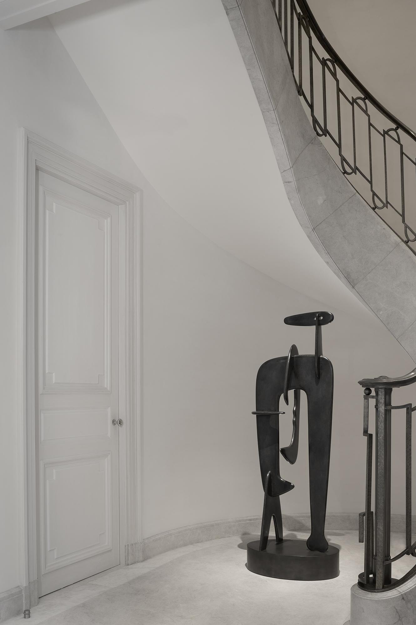 Modernité sobre dans un magnifique escalier