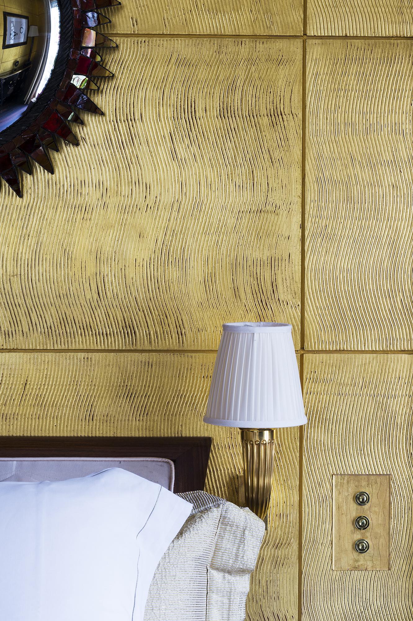 Chambre dorée contemporaine à Monaco, détail