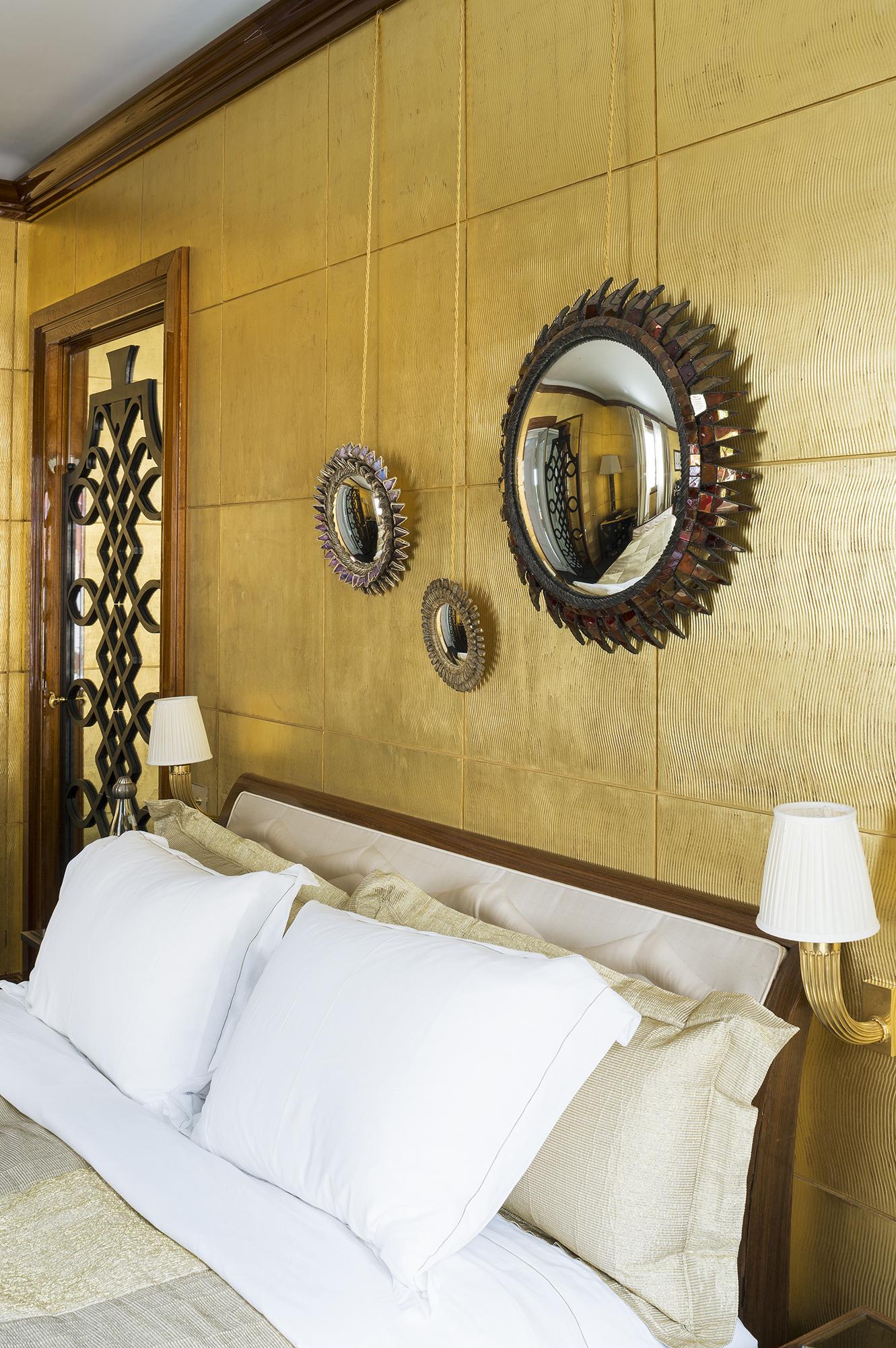 Chambre dorée contemporaine à Monaco