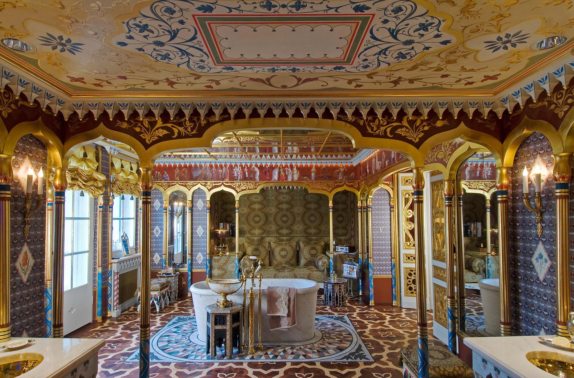 Somptueux décor de salle de bain orientalisante
