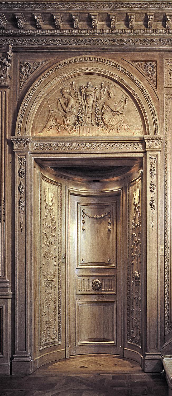 Ascenseur en chêne sculpté pour une villa mythique