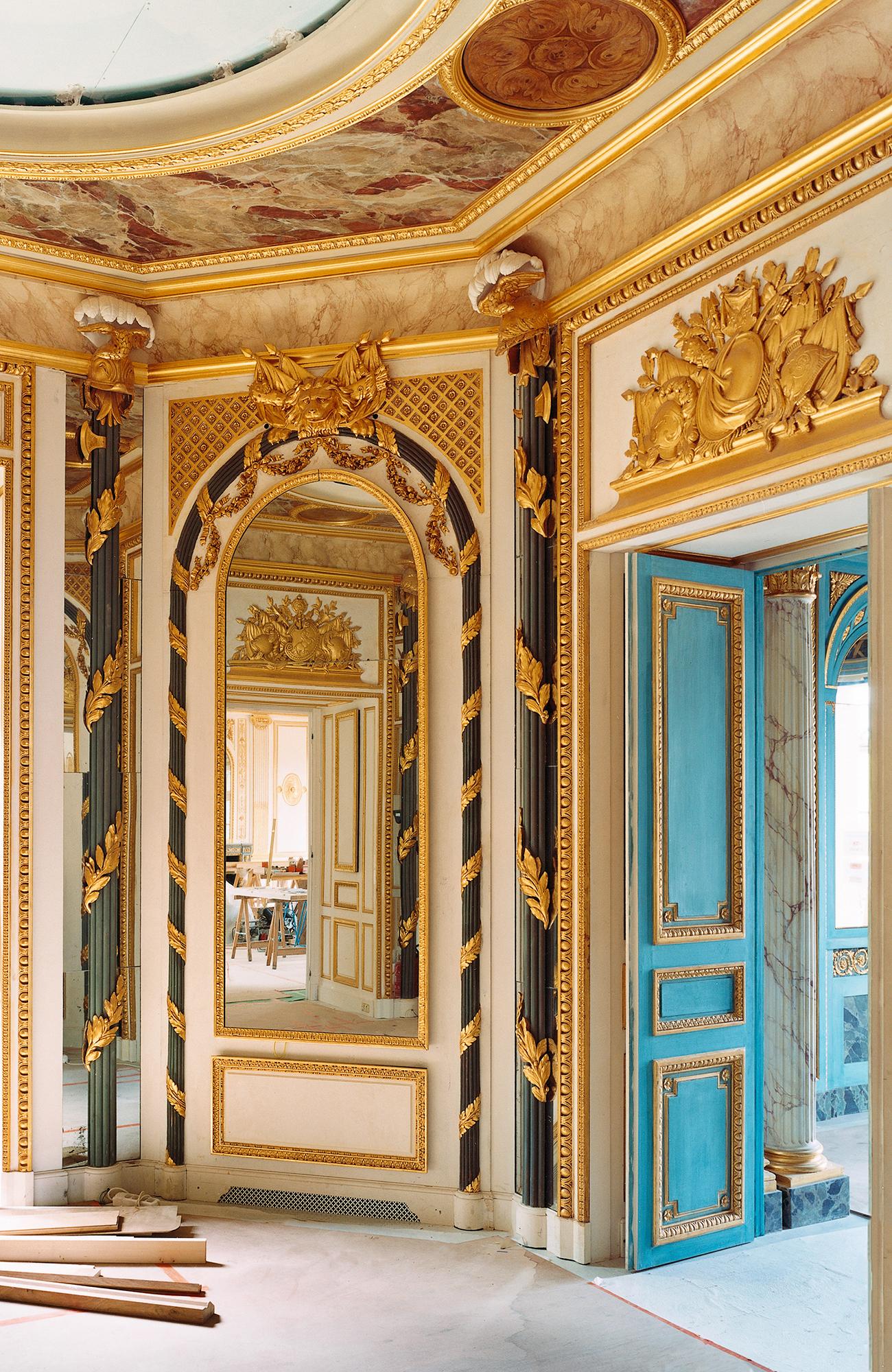 Salon chinoisant, boiserie Régence XVIIIe, bois peint blanc et or, provenance Place Vendôme, collection Féau