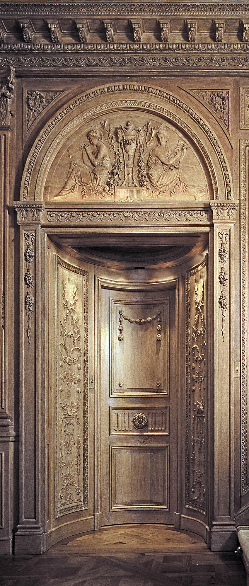 Panneaux et porte spectaculaires bois peint doré XVIIIe, collection Féau, origine Place Vendôme