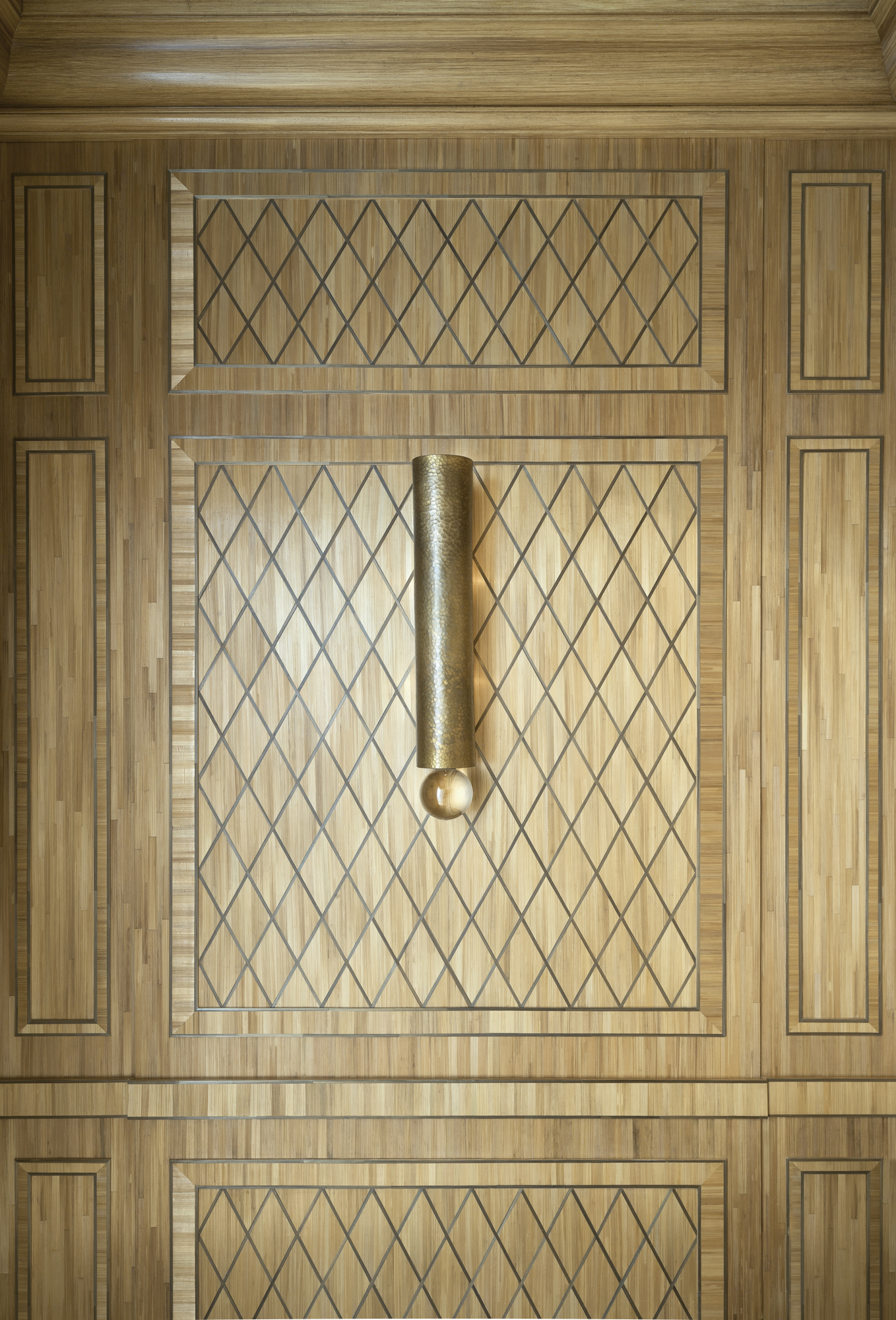 Luxurious bathroom decor, straw marquetry inspired by J.-M. Frank, Art Deco, New York